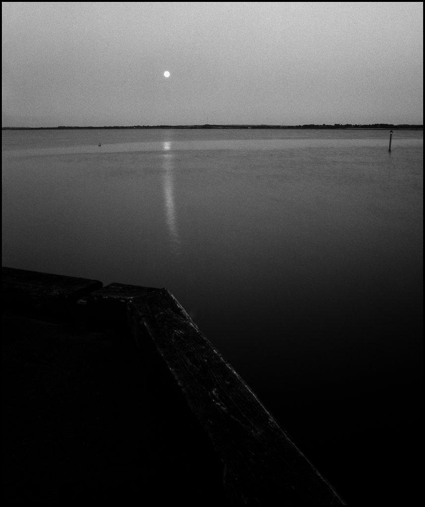 Full moon at dusk, Gjøl harbour